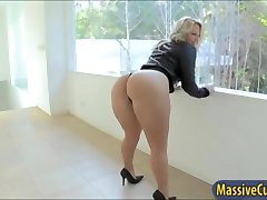 Big ass blonde babe Kimmy Olsen shows off and anal ripped