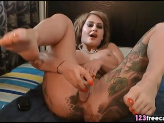 Tattoed Ass DP Squirting on 123Freecams