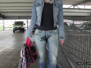 Shopping Piss - JEANS GIRL pisst sich ein mit